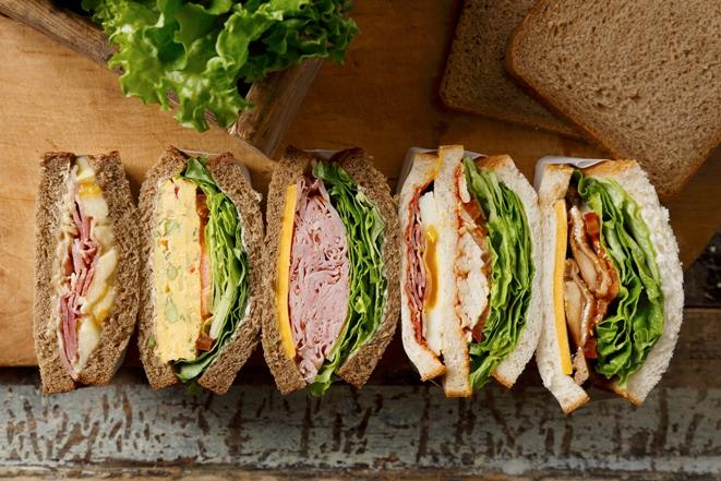 【ランチにピッタリ!】スタバの新しいサンドイッチ(5種類)がボリューム満点でどれも美味しそう♡