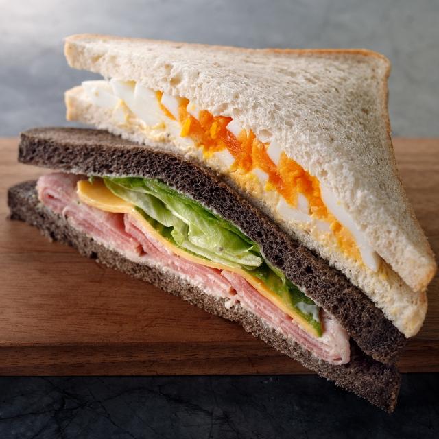 エッグ&ハムチーズサンドイッチ